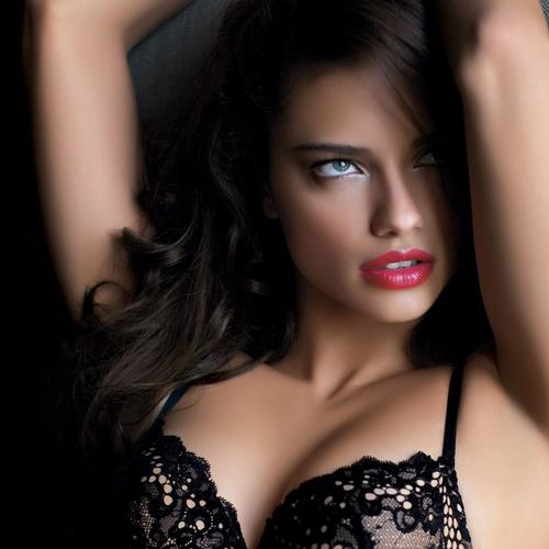 Adriana Lima sexy in black bra