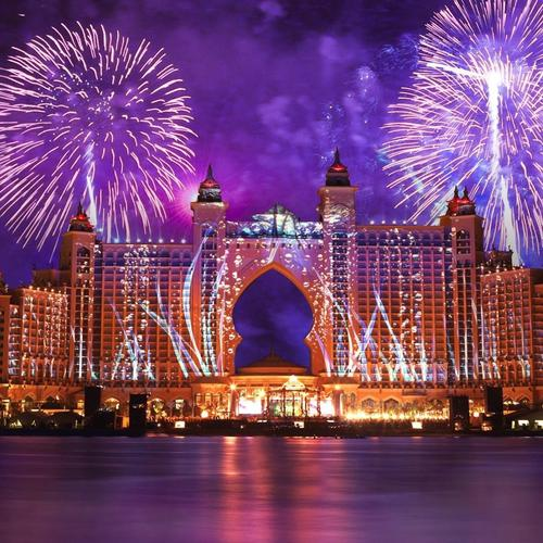 Amazing Fireworks above Palm Atlantis Hotel in Dubai wallpaper