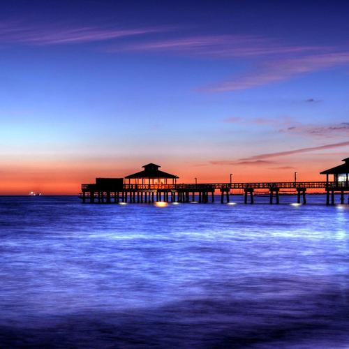 Amazing pier at sunset wallpaper
