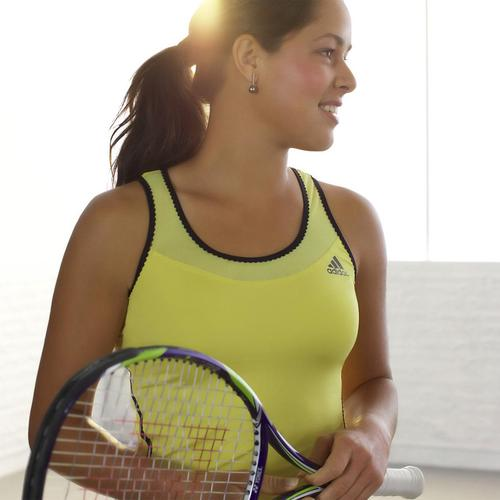 Ana Ivanovic in geel Adidas tanktop behang