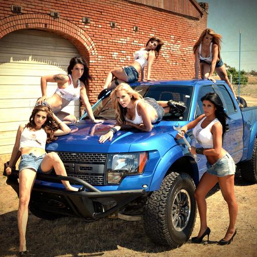 Babes & Ford Raptor behang