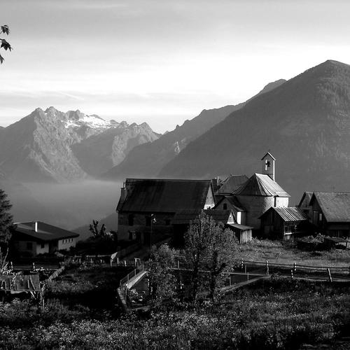 Belle ferme en monochrome fonds d