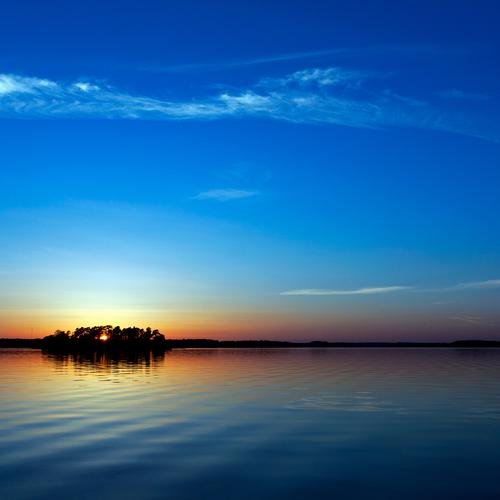 Beautiful horizon on peaceful lake in sunset
