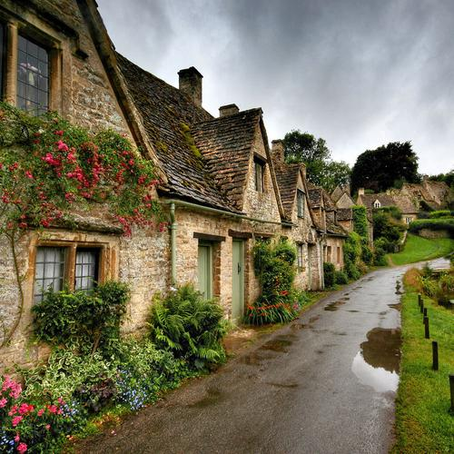 Beautiful village walkpath wallpaper