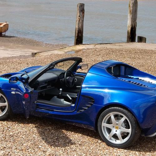 Blue Lotus Elise on the pier wallpaper