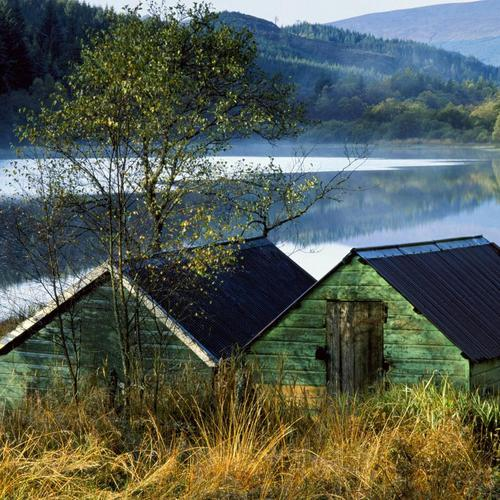 Boat houses in Aberfoyle lake Scotland wallpaper