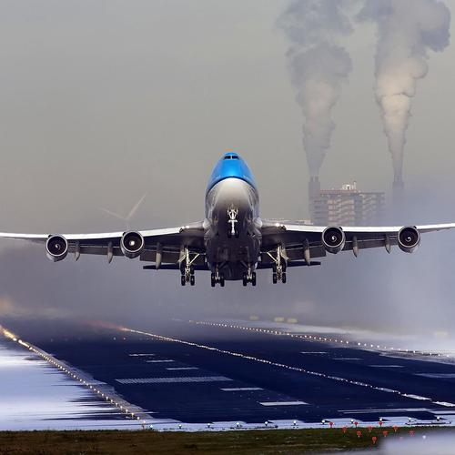 Boeing 777 take off wallpaper