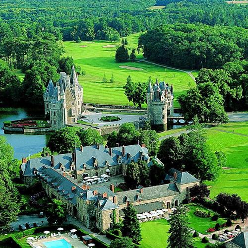 Bretesche Castle in France wallpaper