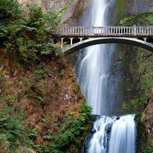 Bridge on Multnomah Falls wallpaper