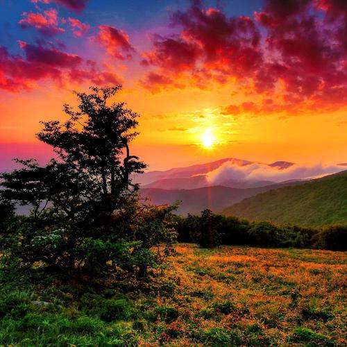 Brilliant sunrise over western North Carolina wallpaper
