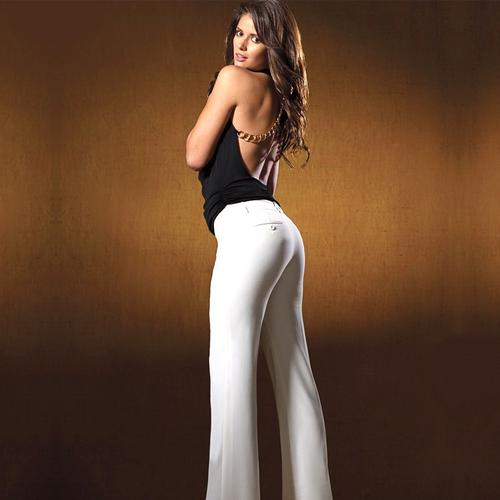 Carla Ossa shows off her curves in white tight pant