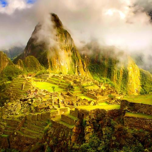 Clouds rolling over Machu Picchu wallpaper