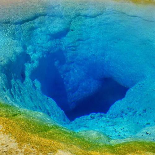 Deep blue hole in the sea wallpaper