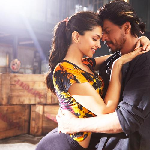 Deepika Shah Rukh v Happy New Year tapeta