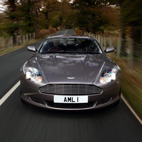 Elegent Aston Martin DB9 wallpaper