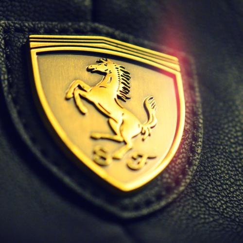 Ferrari golden logo wallpaper
