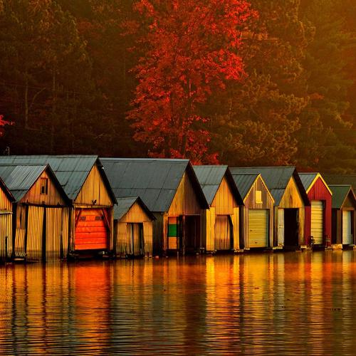 Floating houses on river at dawn wallpaper