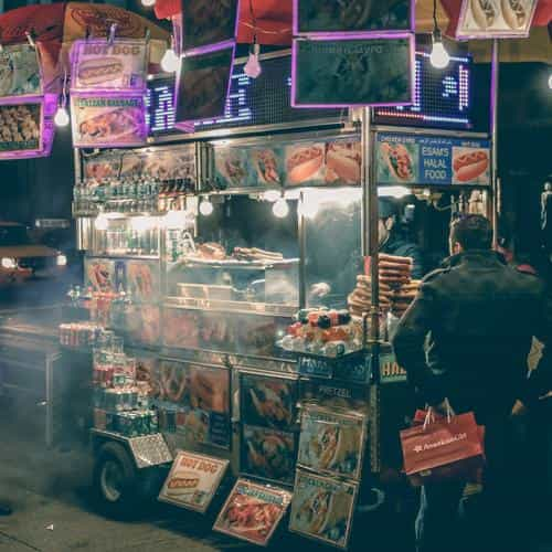 food truck hotdog night city