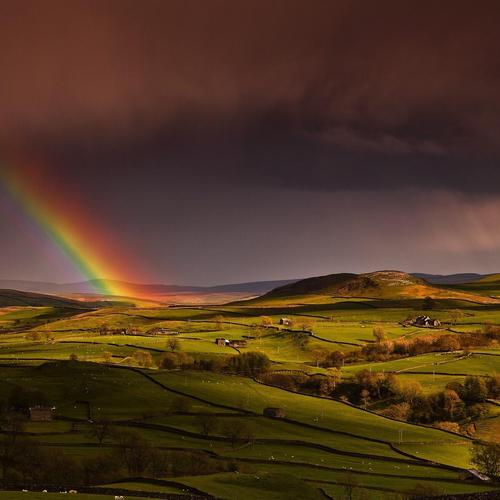Gorgeous rainbow in the rain over farm wallpaper