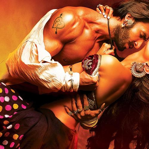 Hot Pic van Ranveer en Deepika in Film Ram Leela behang
