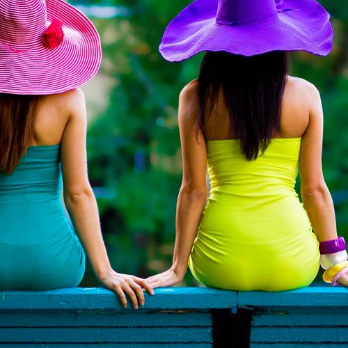 Hourglass body girls in color block dress wallpaper