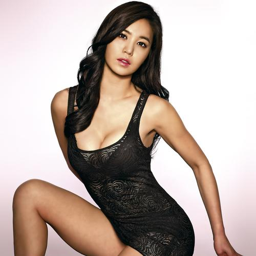 Kang Ye Bin in sexy black dress