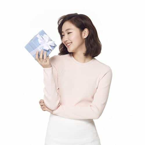 kpop goeun gift photo celebrity cute smile
