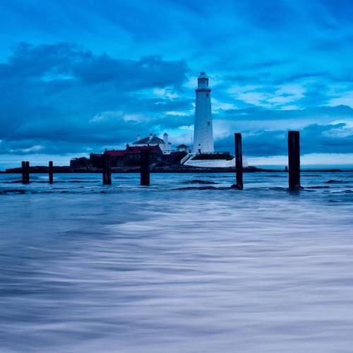 Lighthouse В Blue Dusk тапети