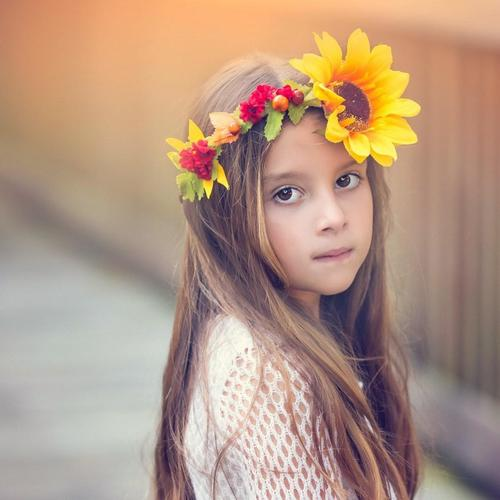 Little girl with wreath headband give a look in mood wallpaper