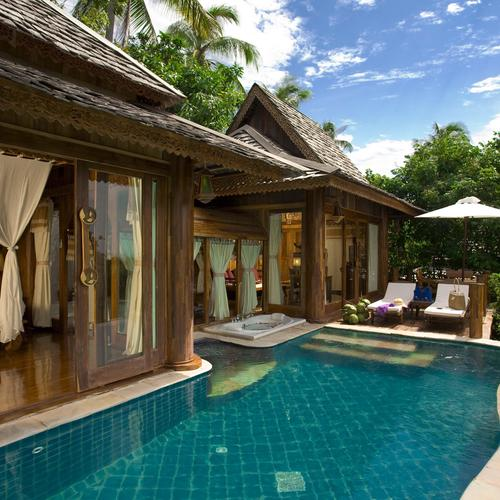 Luxury villa and pool wallpaper