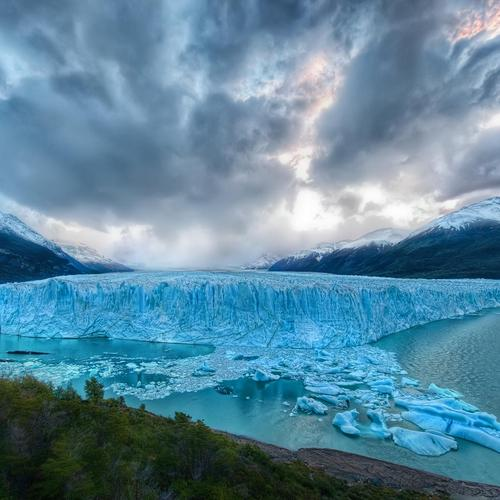 Magnificent blue ice