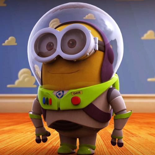 Minion in Buzz Lightyear pak behang