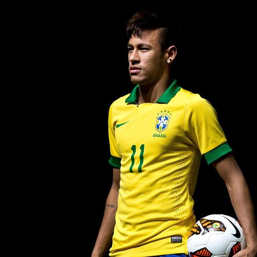 Neymar Jr in Brazil shirt 2014 wallpaper