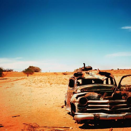 Old abandoned Car in desert wallpaper