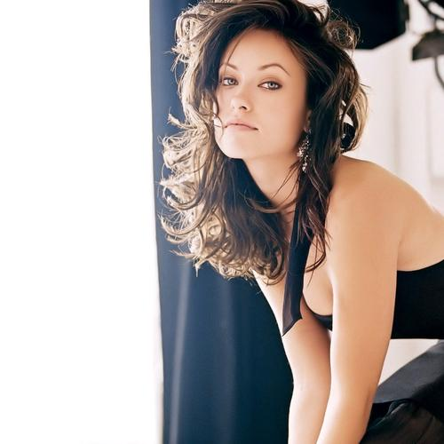 Olivia Wilde shows off her curves