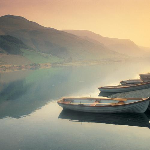 Peaceful lake with boats wallpaper