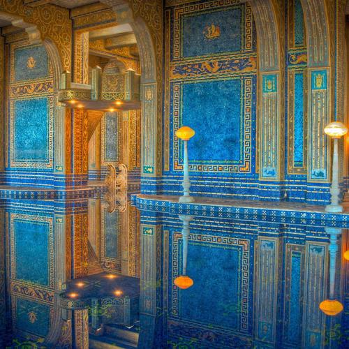 Perfect reflection of royal bathroom wallpaper