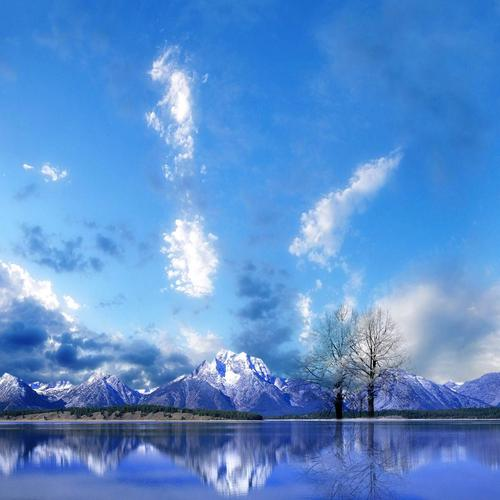 Perfect reflection of snow mountain on the peaceful lake wallpaper