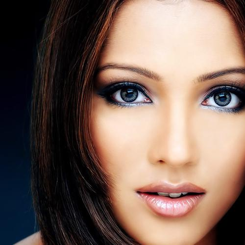 Pretty Meghna Naidu wallpaper