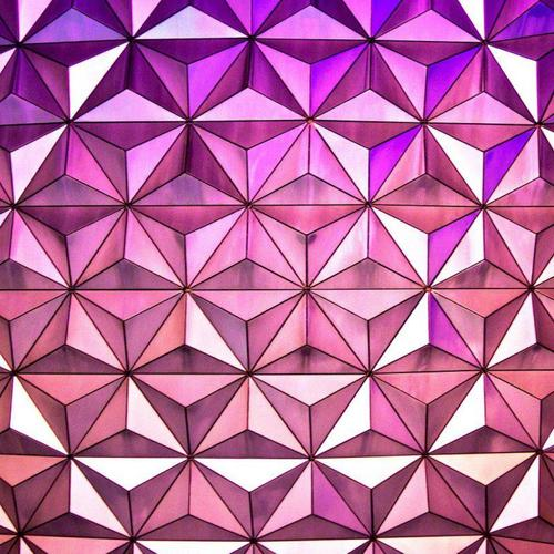 Purple triangle pattern wallpaper