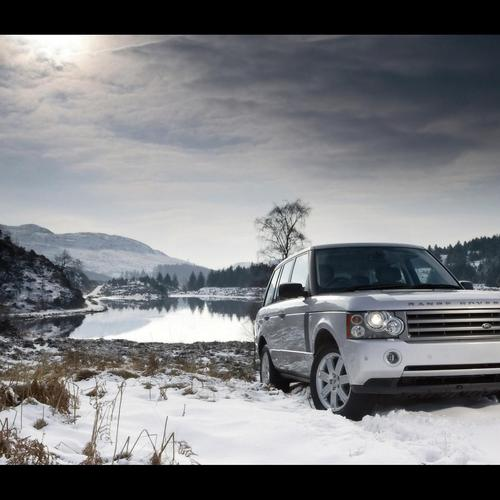 Range Rover on snow