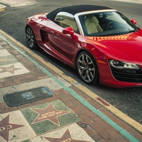 Red Audi R8 V10 Spyder wallpaper