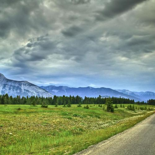 Road Along A Mountain Range Hdr wallpaper