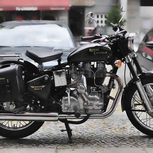 Royal Enfield Bullet Sixty 5 behang