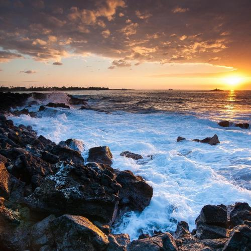 Rugged coast in Hawaii at sunset