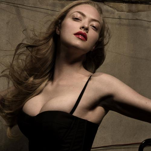 Sexy Amanda Seyfried wallpaper