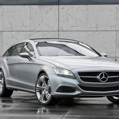 Silver Mercedes Benz CLS 2012 wallpaper