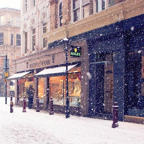 Snowing in town wallpaper