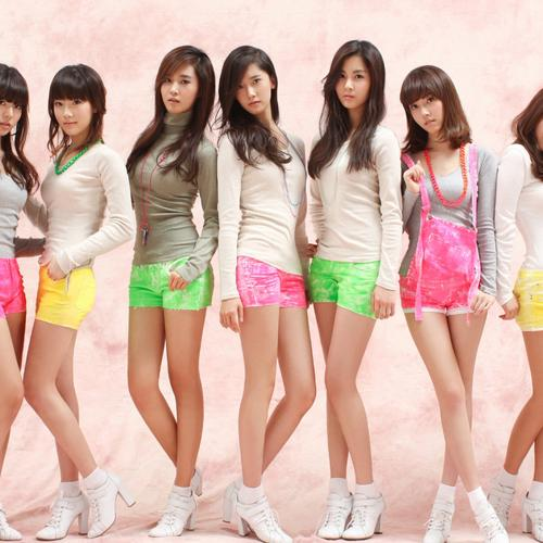 Snsd girls in short pants wallpaper