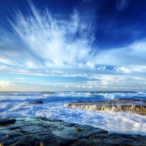 Splendid seashore with deep blue sky wallpaper